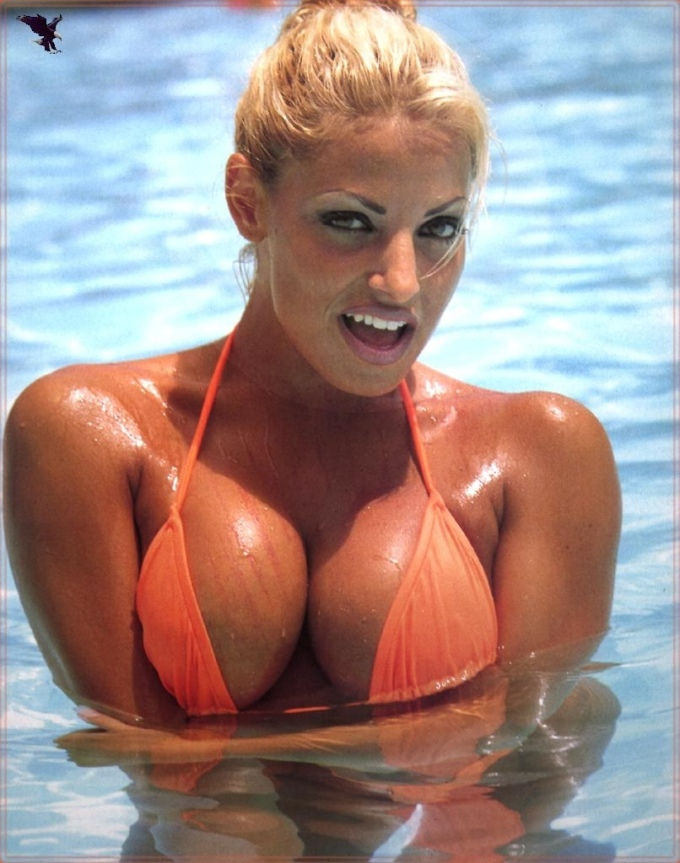 trish-stratus-orange-bikini-3
