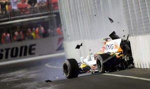 f1-singapore-2008-piquet-crash