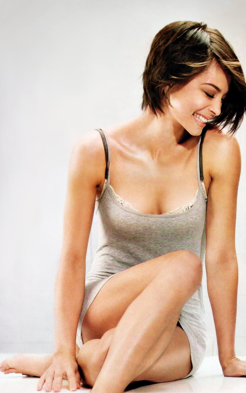 Natural boobs brunette having a nice fuck 3