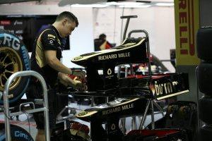 f1-2013-singapore-lotus-garage