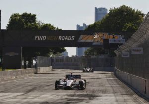 indycar-2014-detroit-castroneves-checkered-flag