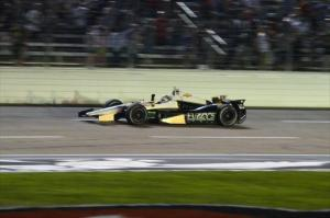 indycar-2014-texas-carpenter-checkered-flag