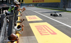 f1-2014-italy-hamilton-checkered-flag