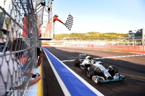 f1-2014-russia-hamilton-checkered-flag