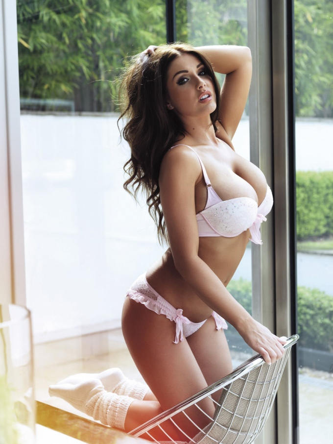 lucy-pinder-nuts13-05