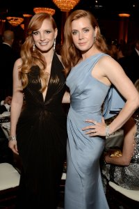 jessica-chastain-amy-adams-goldenglobes15-01