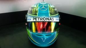 f1-2015-malaysia-hamilton-new-helmet