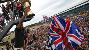 f1-2015-britain-hamilton-crowd