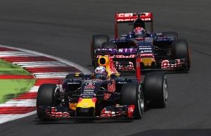 f1-2015-britain-ricciardo-verstappen