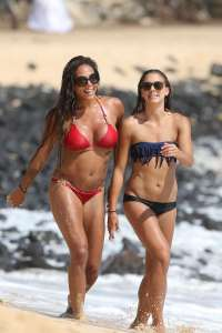 sydney-leroux-alex-morgan-hawaii13-01