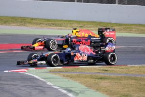 f1-2016-barcelona-2nd-test-verstappen-kvyat-red-bull