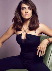 salma-hayek-red16-01
